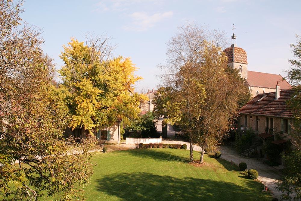Le parc du château de la Linotte et le clocher