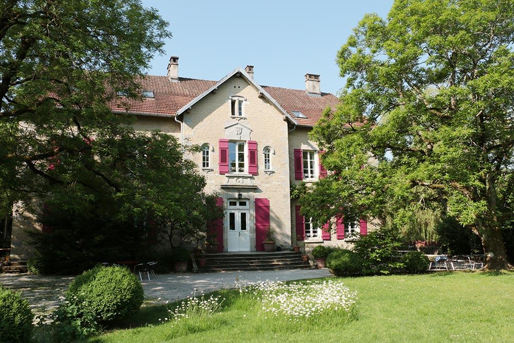 Le Château de la Linotte en Bourgogne Franche-Comté - Façade ensoleillée