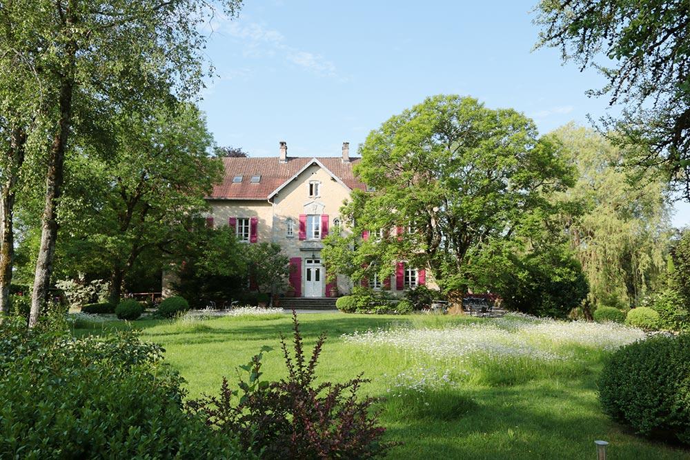 Le Château de la Linotte en Bourgogne Franche-Comté - Façade et parc