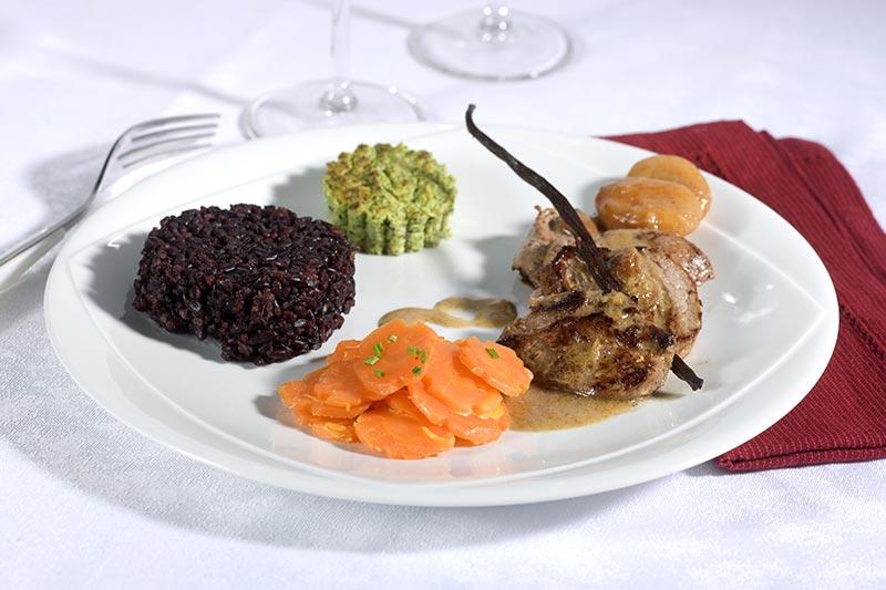 Repas et réception au Château de la Linotte en Bourgogne-Franche-Comté Plat viande et légumes